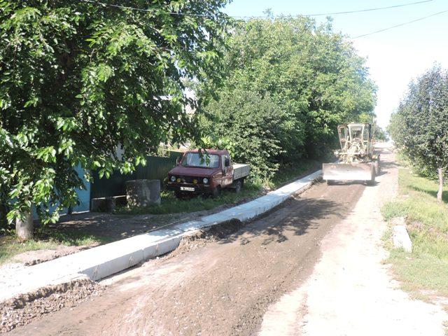 Продовжуються роботи з ремонту частин автомобільних доріг зі складним ухилом по вул Назарова