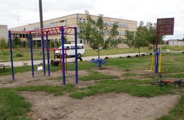 Продовжуються роботи з облаштування спортивних та дитячих майданчиків на території міста
